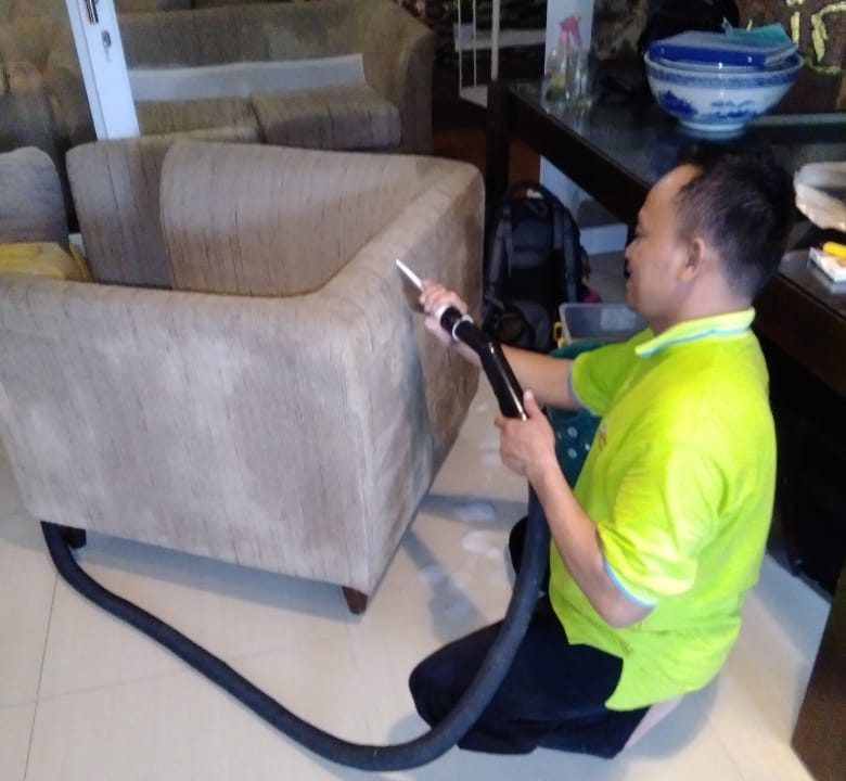 Sofa Anda akan bersih dan wangi. Untuk masalah harganya sangat terjangkau sekali